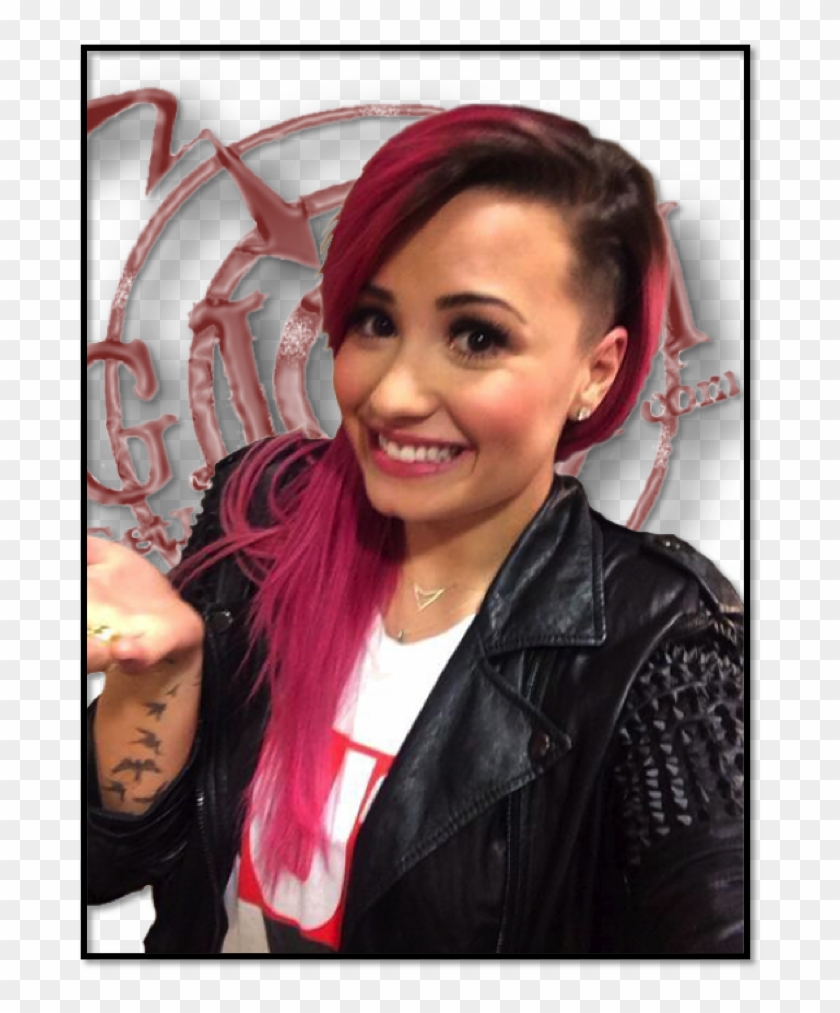 Demi Lovato Shaved Part Of Her Head Girl Hair Shaved On One Side Clipart 3571411 Pikpng